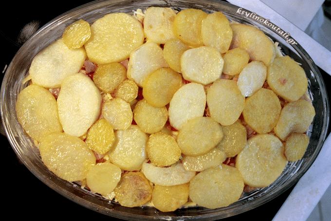Σουφλέ Πατάτας με Μπεσαμέλ